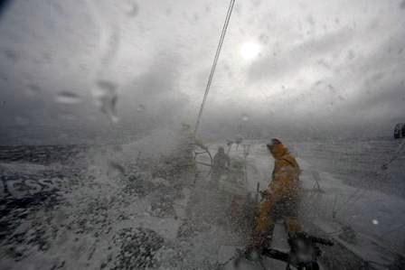 Vejejadores enfrentam ventos de 100km por h na volta ao mundo cena1 (2)